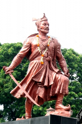 Памятник Самбхаджи (каста кшатриев) в Индии