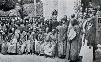 Генри Стилл Олькотт среди буддистов Цейлона 1883 г.