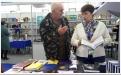 Работник Фонда Люда общается с гостем фестиваля