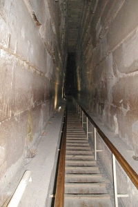Внутри Большой галереи в пирамиде