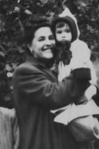 Мария Ивановна с детьми, Сергеем и Людмилой