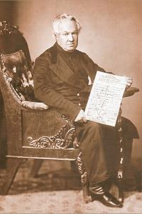 Н.А. Мотовилов держит в руках схематическое изображение Неопалимой Купины, или Лествицы Небесной, или Сефиратической Системы - Царства Божьего, пятого Царства природы
