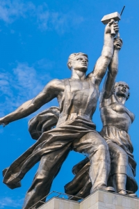 "Monument ""Worker and Farmer woman"""